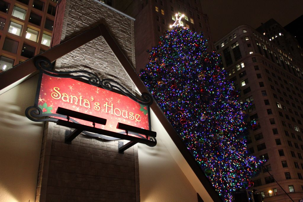 Arrancan las celebraciones navideñas en Chicago con la iluminación del árbol en la Plaza Daley.