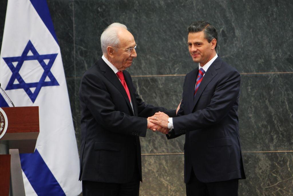 Durante su encuentro con el presidente mexicano, el mandatario israelí sostuvo que un proceso de paz con Palestina es indispensable.