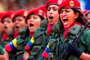 """Militares venezolanos leerán """"Libro Azul"""" de Hugo Chávez"""