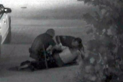 A juicio 2 policías de Fullerton por muerte de indigente