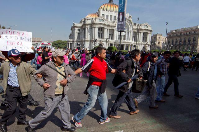 Al menos 14 detenidos en protestas en capital mexicana