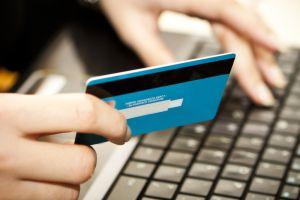 Los latinos compran más por internet, según estudio