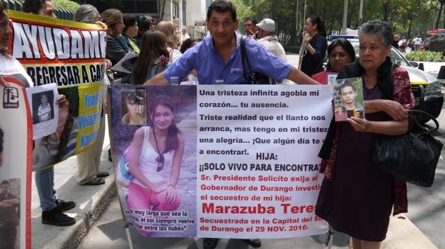 Algunos familiares de mujeres sumidas en la prostitución se han organizado para encontrarlas.