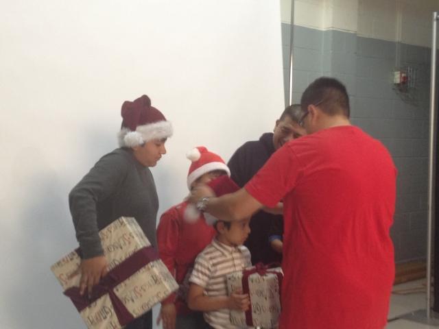 Voluntarios donan fotos para familias en San Fernando