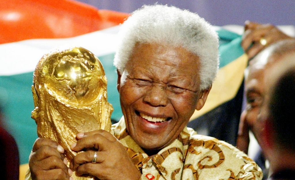 Lo que el fútbol le dio a Nelson Mandela (fotos)