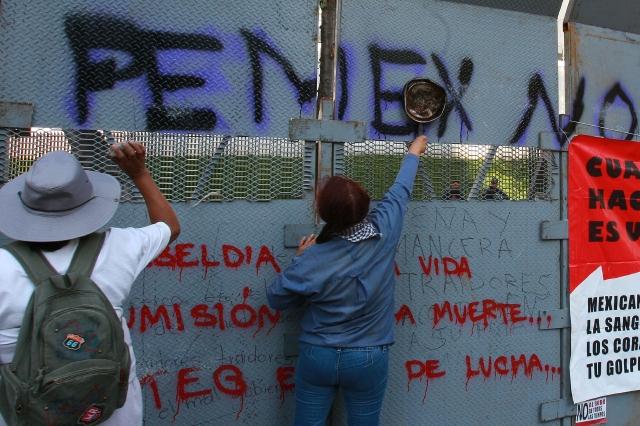 Protestas mientras discuten reforma