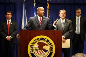 Acusan a 18 alguaciles de LA por corrupción en cárceles