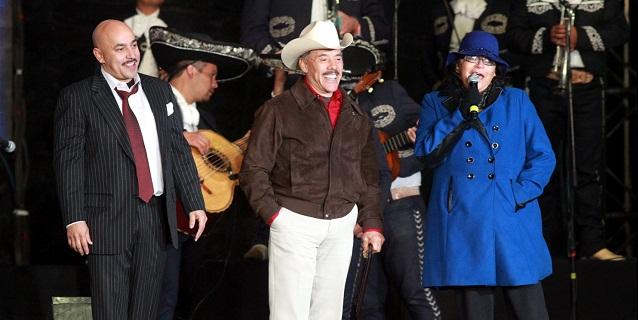 """Lupillo Rivera asiste a concierto """"Jenni Vive 2013"""""""