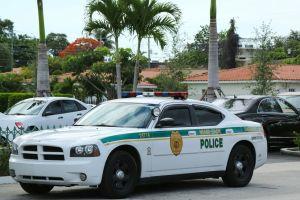 Dos muertos y tres policías heridos en tiroteo en Miami
