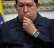 Develan busto de Hugo Chávez en El Cairo