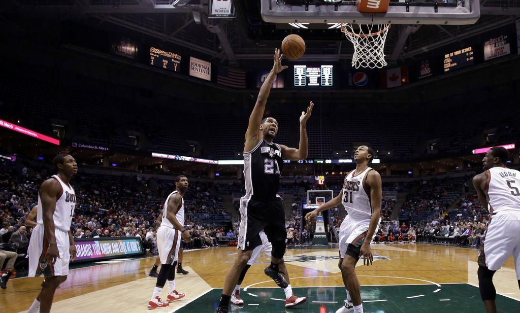 Duncan y Parker lideran paliza de los Spurs