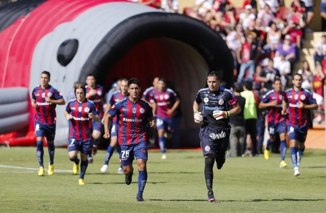 San Lorenzo, que llega a la jornada final como líder con 32 puntos, pudo amarrar el campeonato la pasada jornada. Ahora visitará a Vélez, que también tiene la opción de conquistar el título.