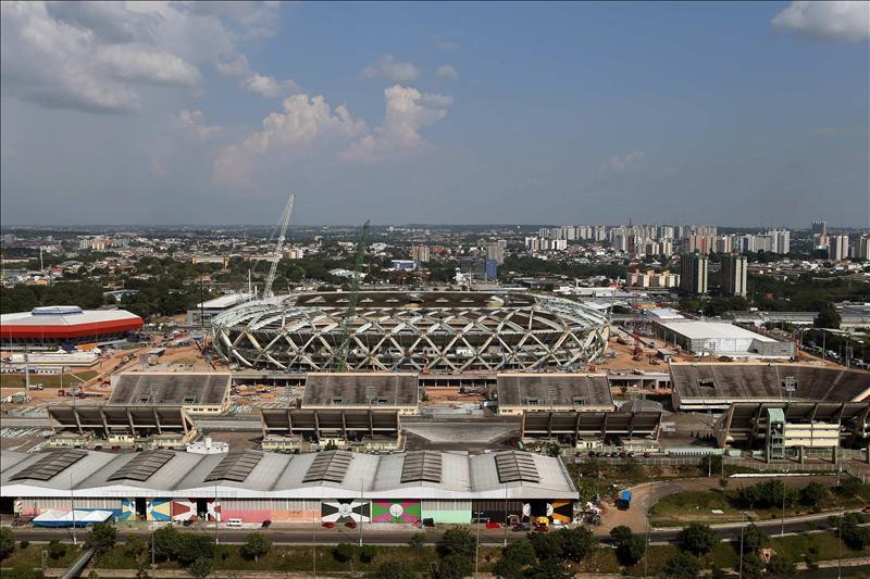 Vista aérea de las obras en el estadio Arena Amazonía en la ciudad brasileña de Manaos. EFE
