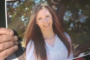Padres piden milagro para herida en tiroteo en Colorado
