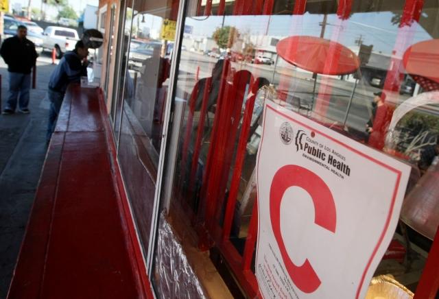 Restaurantes con letra 'C' no ahuyentan a clientes de LA