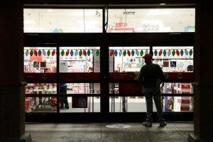 Ofrecen tiendas horario maratónico para Navidad