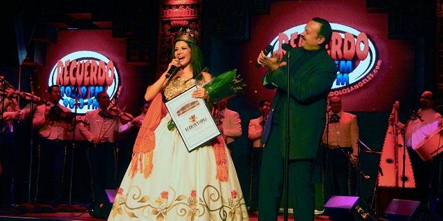 Pepe Aguilar la eligió Reina del Mariachi