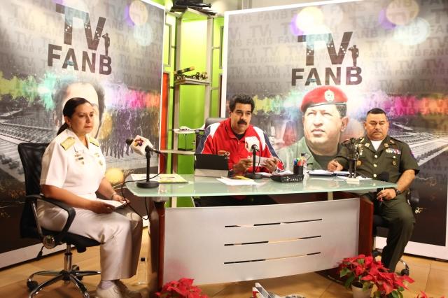 Nicolás Maduro (cen.) participa en la inauguración de su iniciativa gubernamental como canal de televisión de las Fuerzas Armadas  (TVFanb), en Caracas (Venezuela).