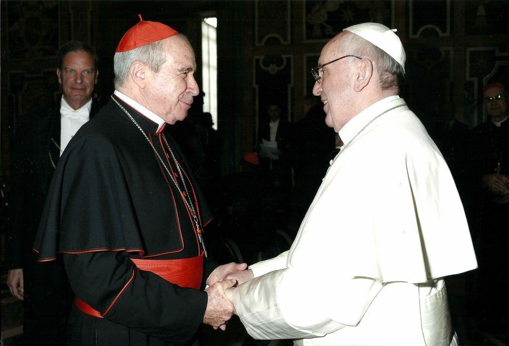 Foto adjunta a la carta enviada al Papa Francisco (derecha) en defensa del cardenal Nicolás de Jesús López Rodríguez (a la izquierda).