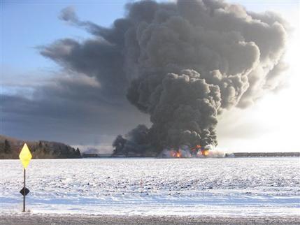 Colisión de trenes causa fuerte explosión en Dakota del Norte