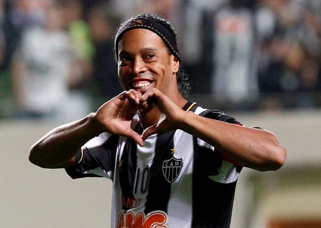 Los amigos de Ronaldinho: nadie se olvidó de su cumpleaños mientras él está en la cárcel