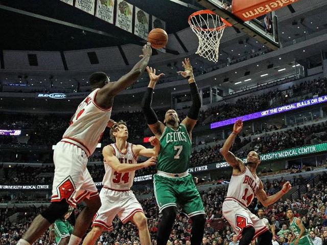 Joakim Noah guía a Chicago Bulls a triunfo sobre Boston Celtics