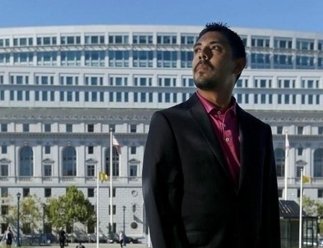 Corte Suprema de CA autoriza licencia de abogado a indocumentado