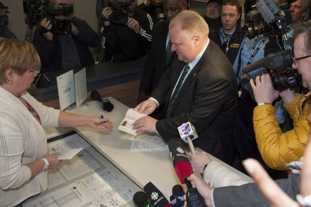 Al momento de postularse nuevamente para competir por la silla del ayuntamiento de Toronto, Ford no se expresó sobre los escándalos que lo rodean desde hace varios meses.