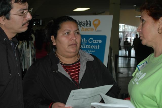 Mayoría de hispanos no están inscritos en Obamacare