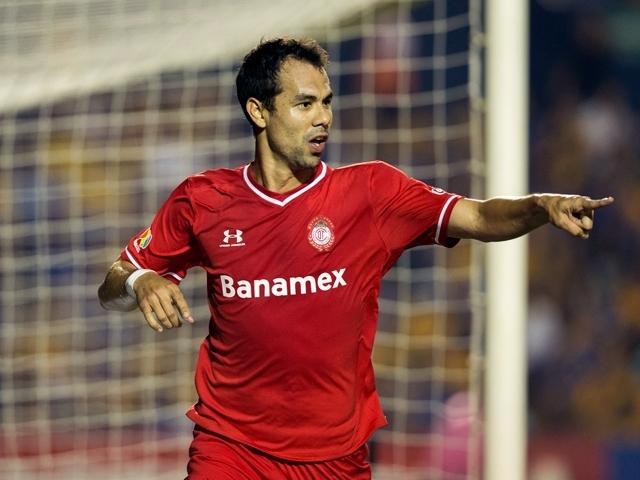 Pablo Velázquez se confirma como el goleador de moda en México