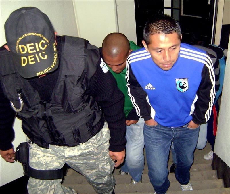 Jugadores del Xelajú acusados de agresión se entregan en Guatemala