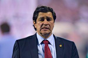 """¡Le hacen """"Ojitos""""! Chivas ya tendría al posible sustituto de Luis Fernando Tena"""