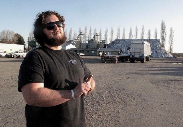 Al productor de almendras Michael Fondse, de Fondse Brothers Inc., en Ripon, California, no le han robado nueces como a sus vecinos, sino  combustible, partes de maquinaria, baterías de camión y cables.