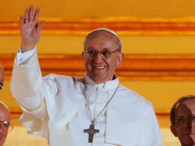 El papa Francisco alabó el uso de las nuevas tecnologías, aunque advirtió de algunos peligros que conllevan.
