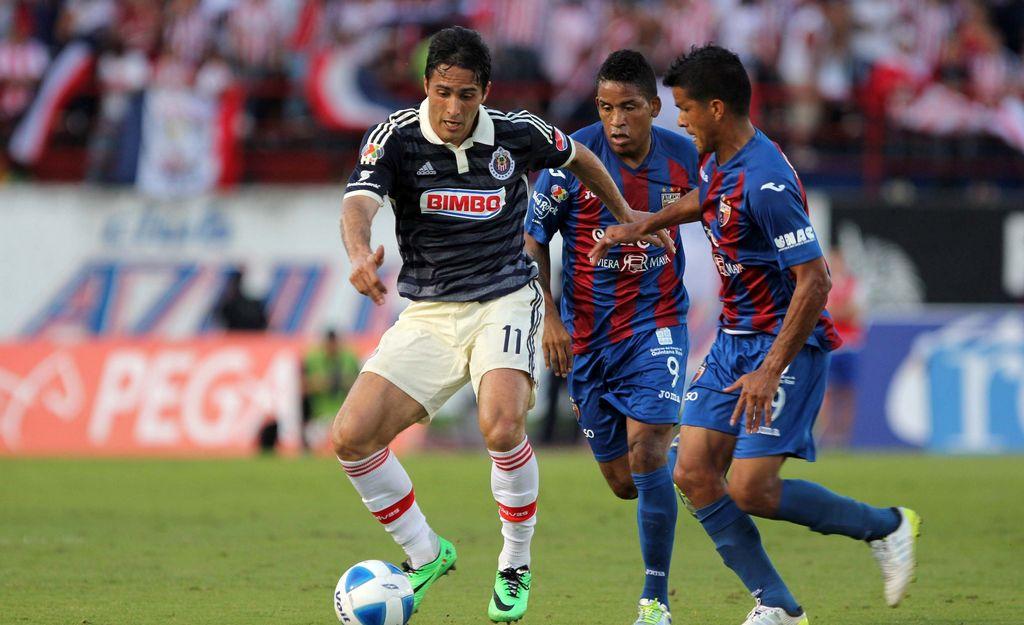 Chivas mantiene el paso invicto en la Liga MX