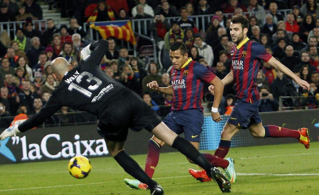 Barcelona y Atlético ganan y recuperan la cima