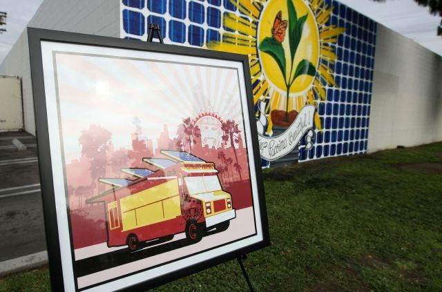 Residentes de Pacoima estrenan mural ecológico