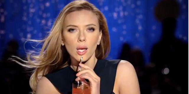 Scarlett Johansson protagoniza comercial problemático (video)