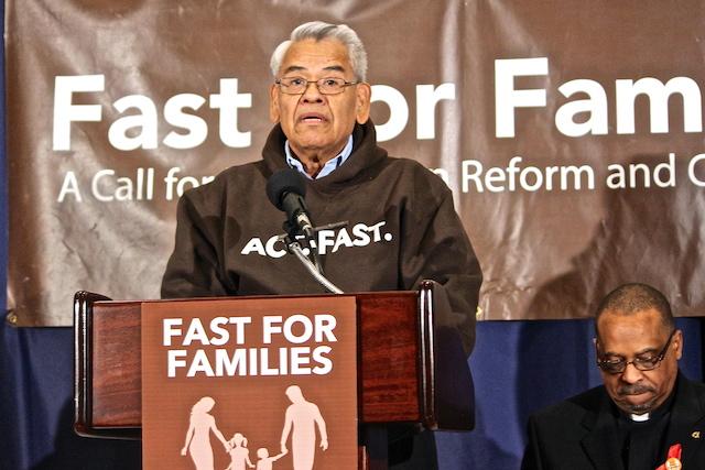 Eliseo Medina hoy anunció una nueva fase de un ayuno nacional para la reforma migratoria.