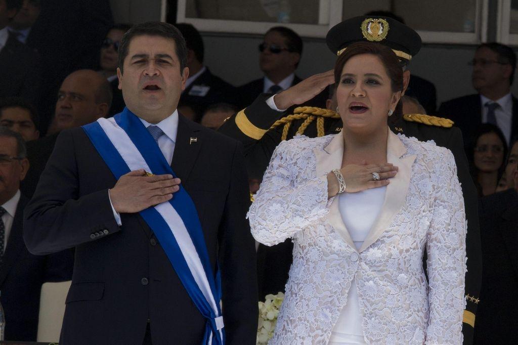 El nuevo presidente de Honduras, Juan Orlando Hernández  y su esposa, Ana García.