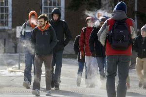 Escuelas de Chicago reabren tras azote del frío