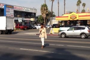 Multas por cruces 'ilegales' en calles castigan Sur de LA