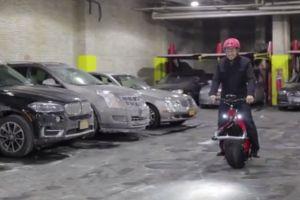 Lanzan moto eléctrica con una sola rueda