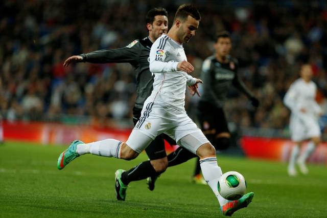 Jese Rodríguez al momento de conectar el balón para anotar el gol  del triunfo para Real Madrid.