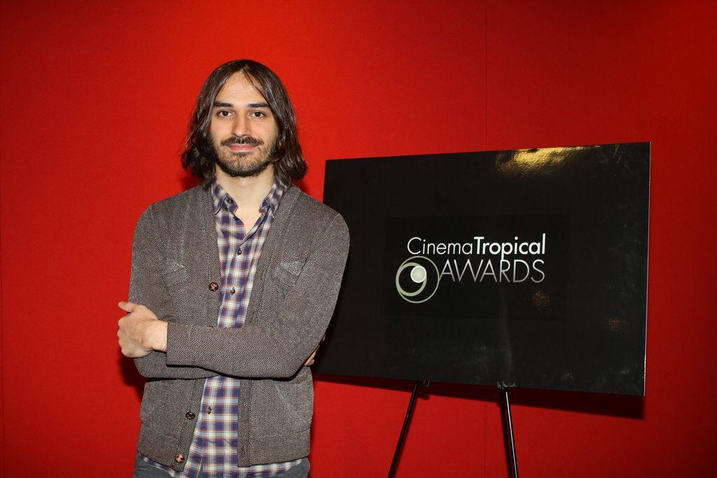 """El director Matías Piñeiro fue el gran ganador de la noche por la cinta """"Viola""""."""