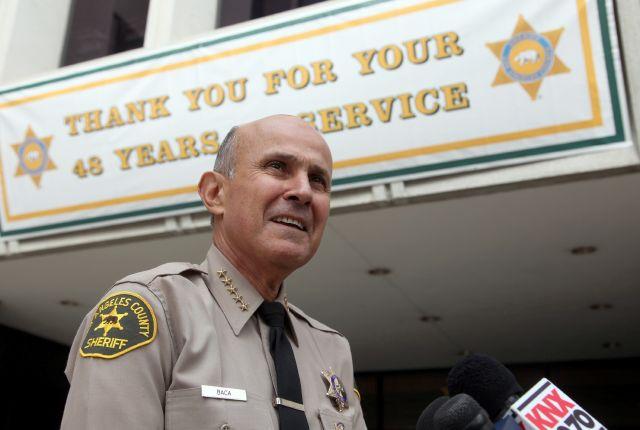 Lee Baca se retira tras 48 años en el Dpto. del Sheriff de Los Ángeles.