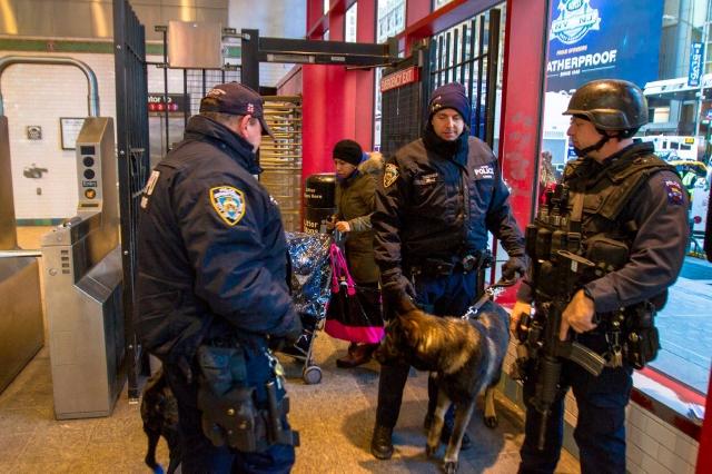 La policía de Nueva York y Nueva Jersey combinan esfuerzos para que la fiesta anual de los estadounidenses transcurra sin problemas.