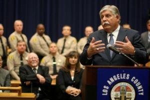 Nuevo alguacil de LA no se enfocará en inmigración