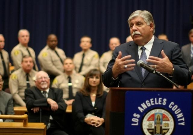 John L. Scott, el nuevo alguacil interino de Los Ángeles, durante la ceremonia de juramentación.