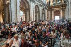 Roban catedral de Buenos Aires después de una misa